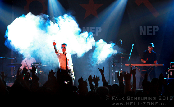Nitzer Ebb live - Photo by Falk Scheuring